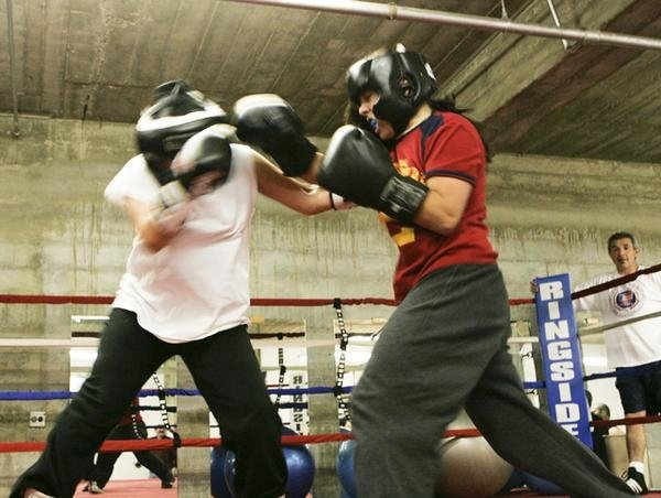 girls boxing, © Adam Crawford, 2006, boxing ring, boxing, sparring