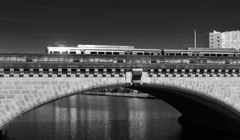 SEPTA Train Crossing Schuykill River, Philadephia, Alina Oswald, magician, black and white photography, black and white