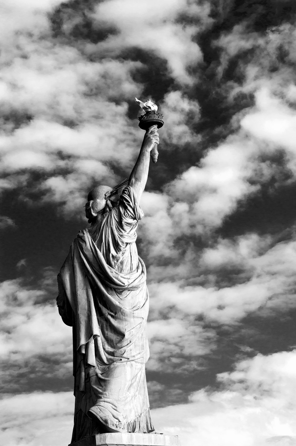 statue of liberty, new york city, Alina Oswald, black and white photography, black and white